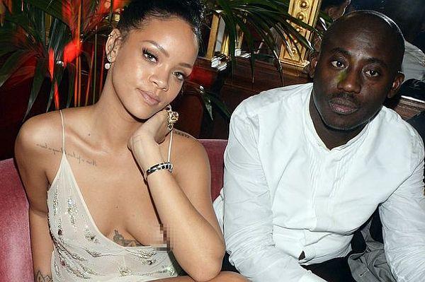 Rihanna nip slip