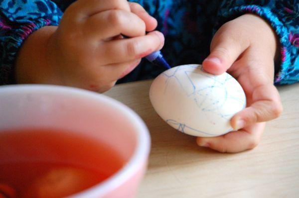 color the eggs
