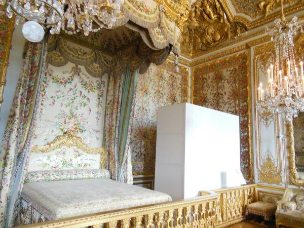 The queen's bedroom in Buckingham Palace